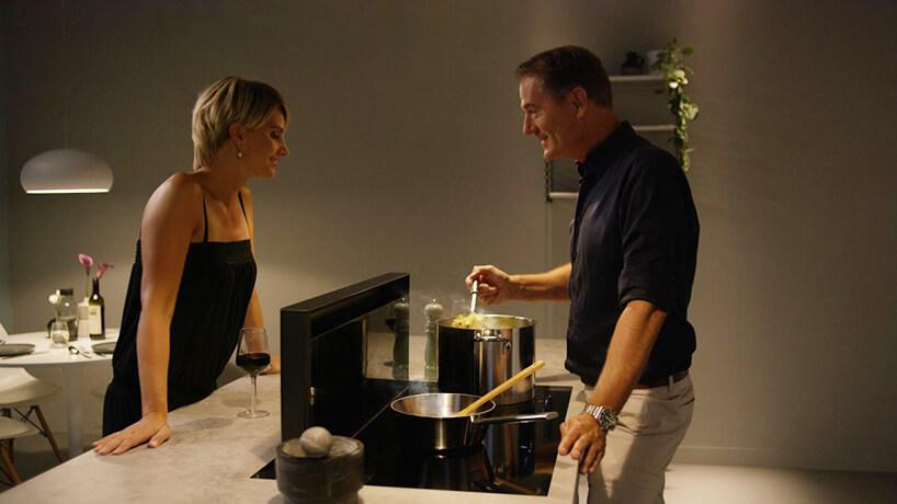 mężczyzna ikobieta podczas gotowania