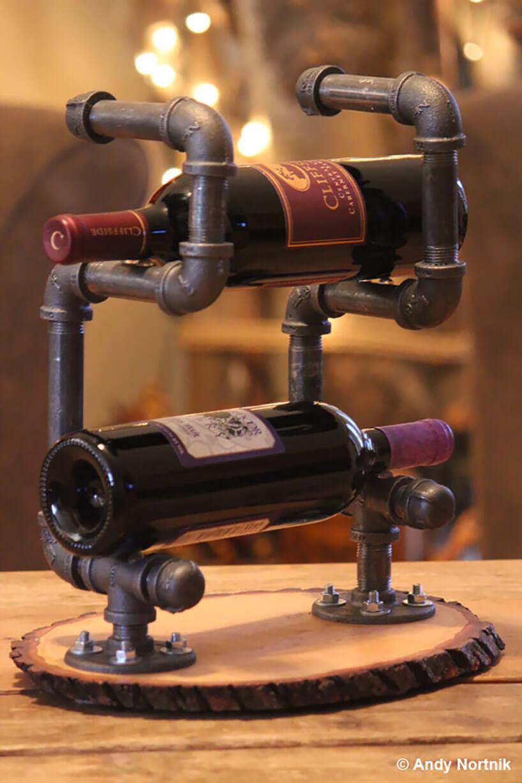 stojak na wino ze starych rur hydraulicznych