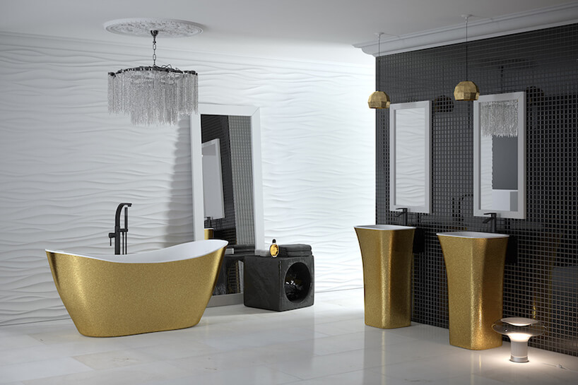 wanna Viya Glam wolnostojąca zez złotymi wykończeniem zzewnątrz wczarno białej łazience