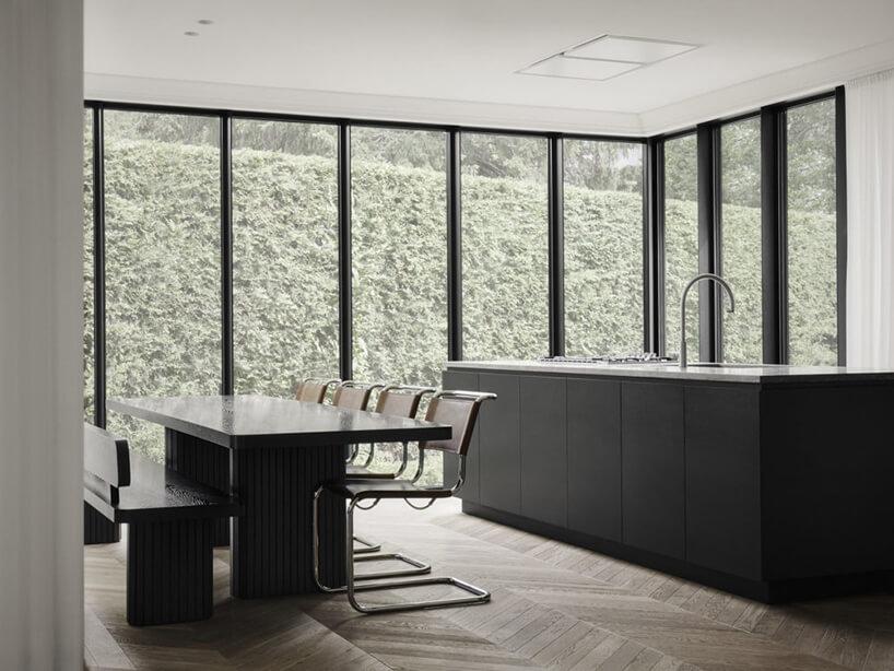 minimalistyczne wnętrze wkolorze czarnego matu