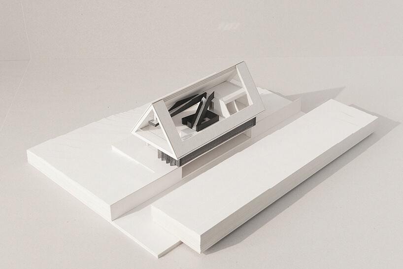 biały model domu zwidokiem na Giewont od BXBstudio