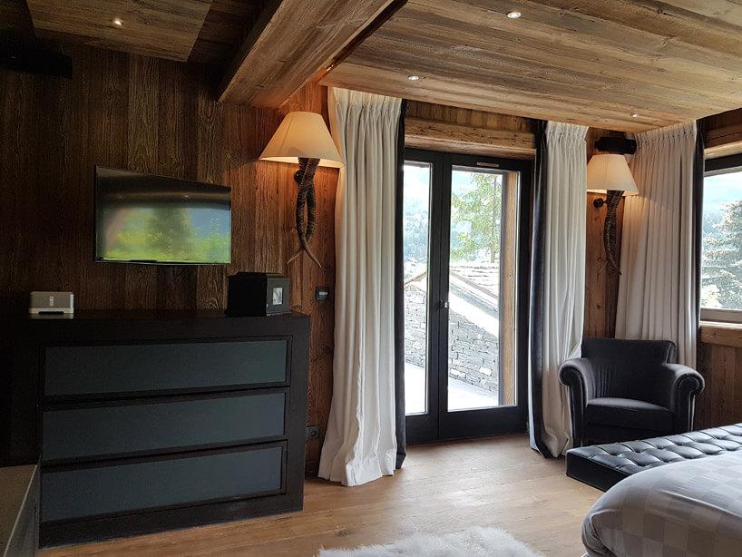 drewniane wykończenie pokoju
