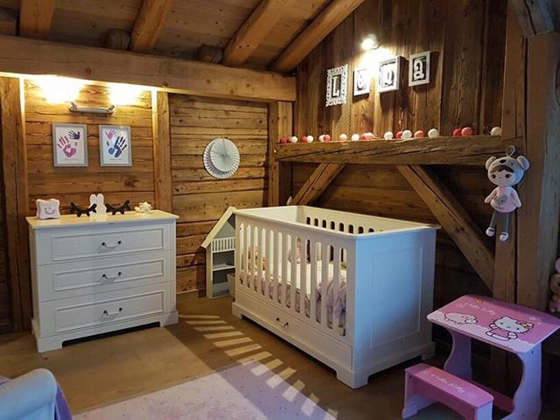 pokój dziecięcy zelementami drewnianymi