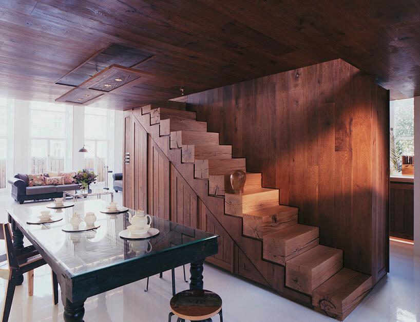 drewniane schody wjadalni