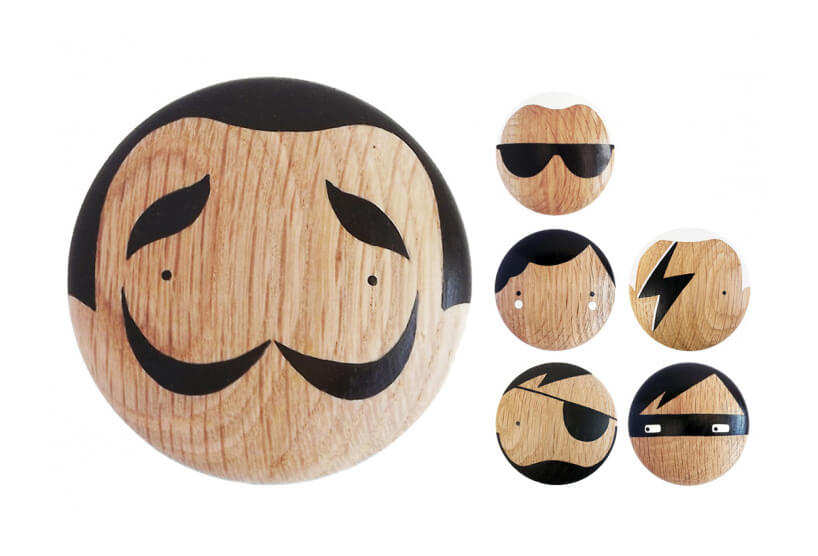 sześć pomalowanych drewnianych gałek do szafek