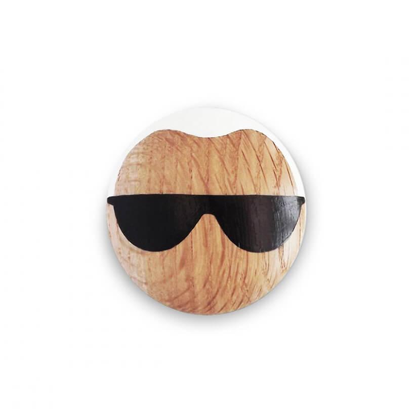 drewniana gałka do szafek zokularami