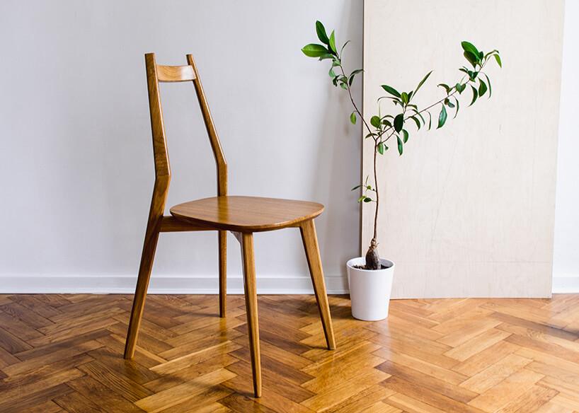 drewniane krzesło onietypowej formie