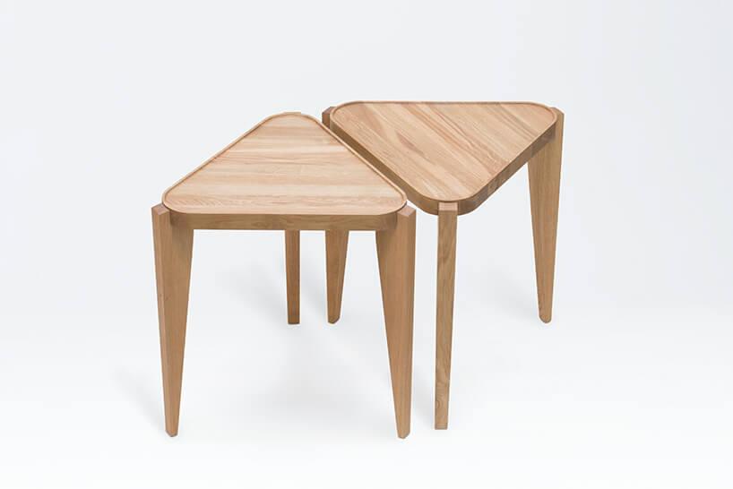 dwa trójkątne stolik