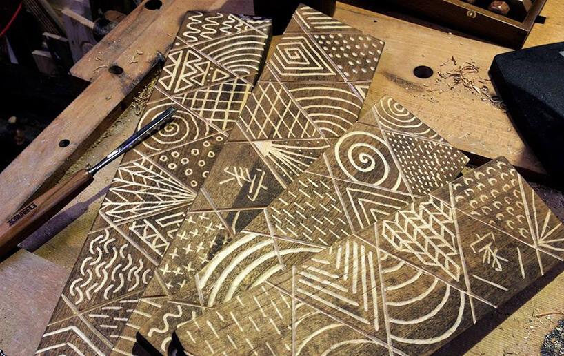 drewno zwyszlifowanymi motywami