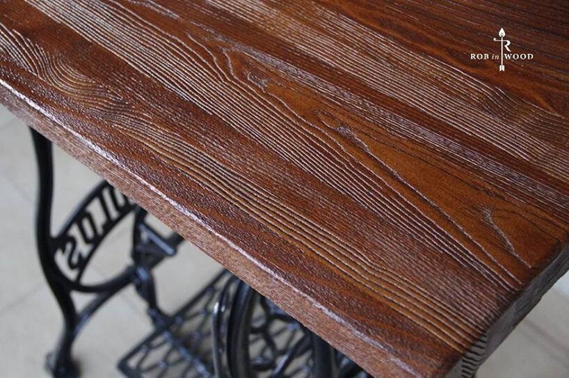 drewniany brązowy blat