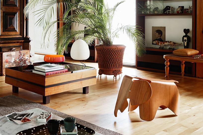siedzisko dla dzieci Eames Elephant od Vitra wkształcie słonia zwygiętej sklejki