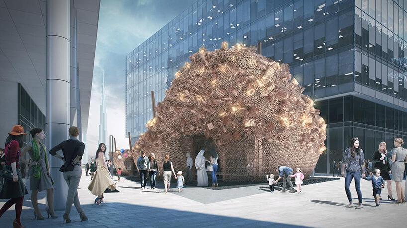 jedna zinstalacji na Dubai Design Week 2019 pośród szklanych budynków