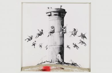 szara grafika z karuzelom wokół wieży