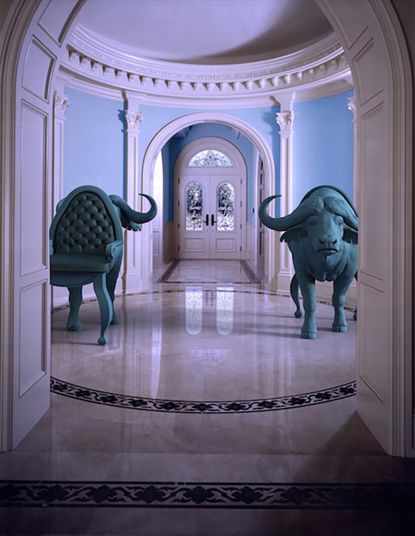 kopuła zkrzesłami zzielonych zwierząt
