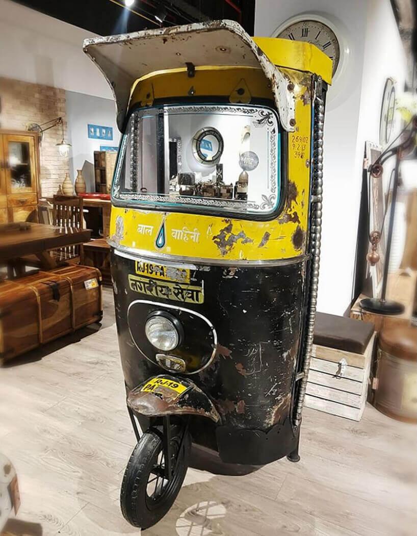 barek na kółkach przerobiony zczarno-żółtego motoroweru