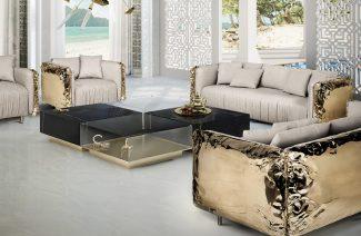 ekskluzywna sofa Imperfectio od Boca Do Lobio z jasnym bezowym obiciem i złotymi błyszczącymi wykończeniami