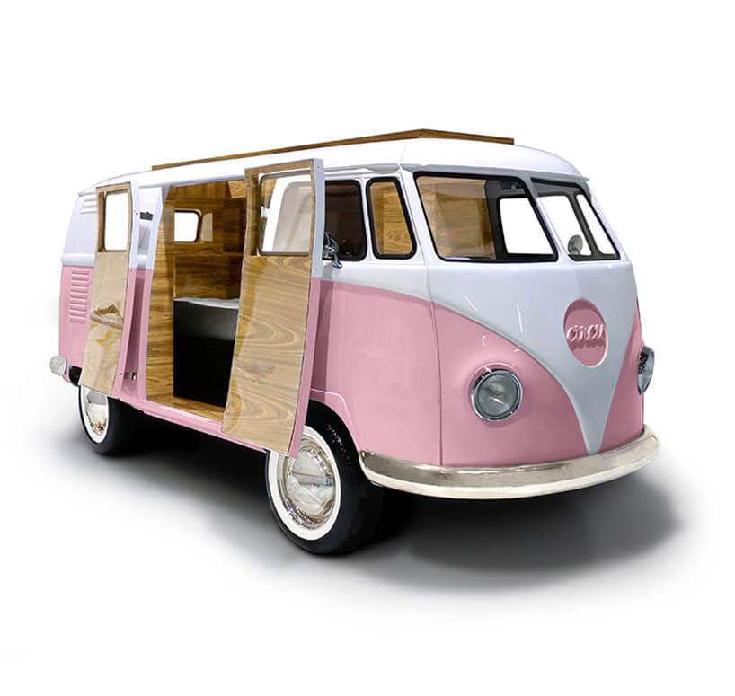 różowy samochód jako łóżko dla dzieci