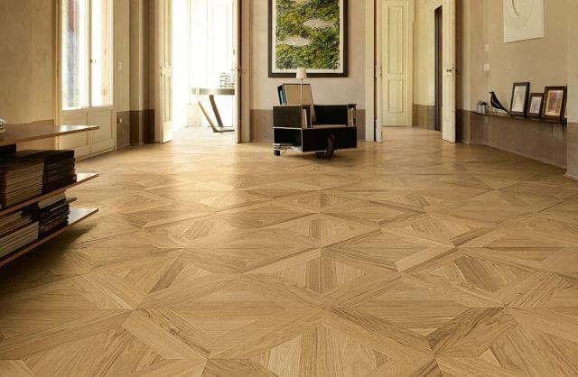 wnętrze z drewnianą podłogą
