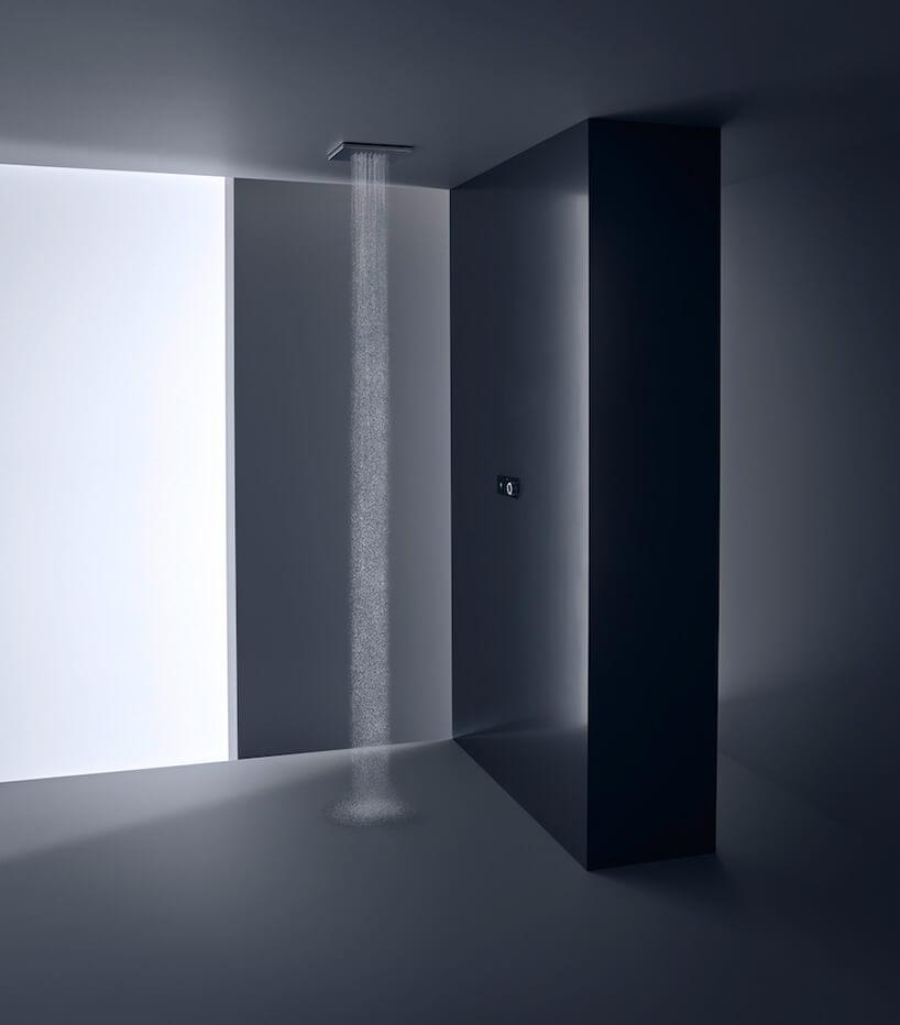 ekskluzywny zestaw prysznicowy montowany wsuficie wczarno szarej łązience