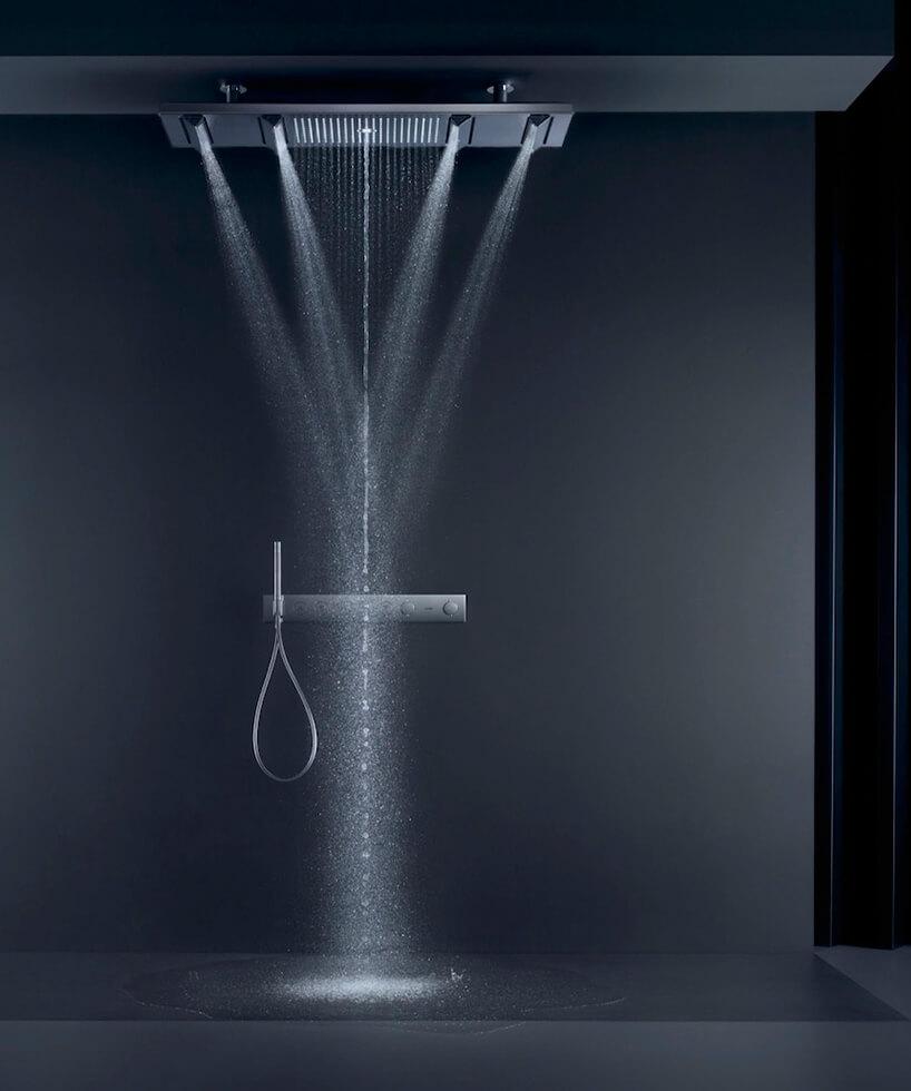 ekskluzywny zestaw prysznicowy od AXOR ShowerHeaven 1200/300 4jet wczarnej łazience