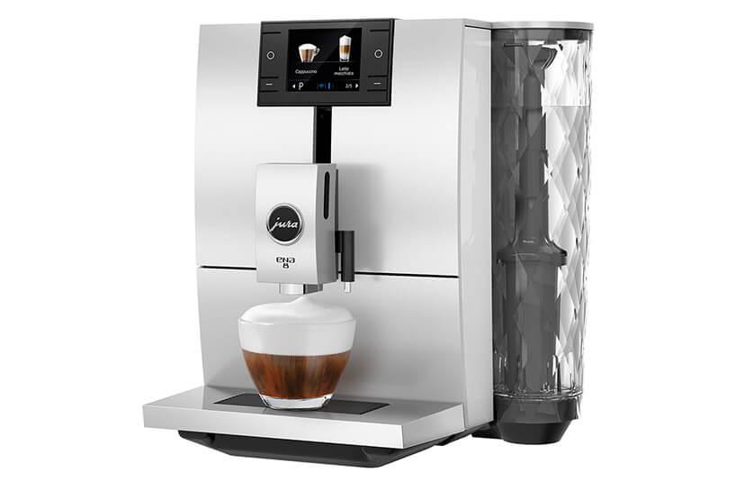 srebrny automatyczny ekspres do kawy zfiliżanką przygotowanej kawy zpianką