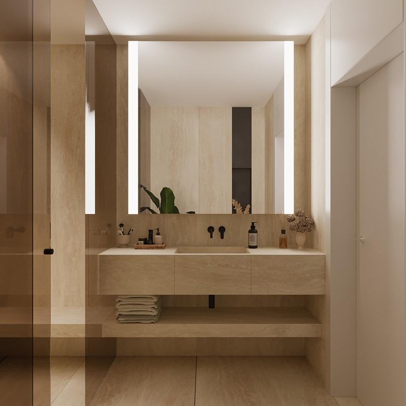 wnętrze eleganckiego apartamentu beżowa łazienka zzabudowaną umywalką idużym lustrem