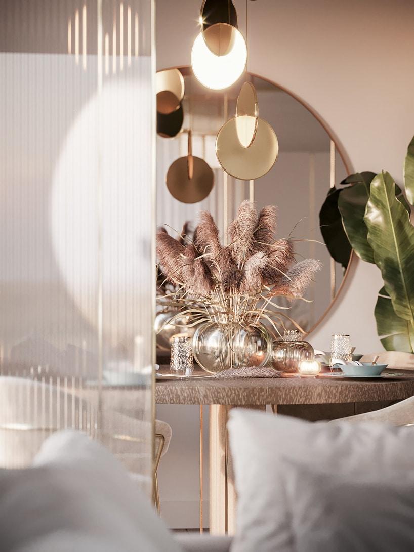 wnętrze eleganckiego apartamentu wyjątkowy okrągły stół pod wyjątkowym żyrandolem zbłyszczących elementów