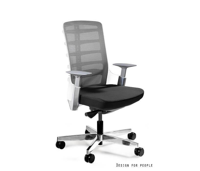 czarny ergonomiczny fotel biurowy bez zagłówka