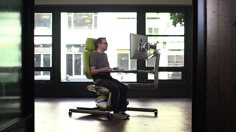 nowoczesne zielone krzesło biurowe Altwork Chair zzamontowanym komputerem