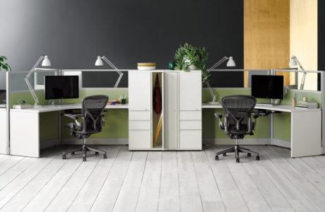 miejsca do pracy indywidualnej biurka i krzesła herman miller