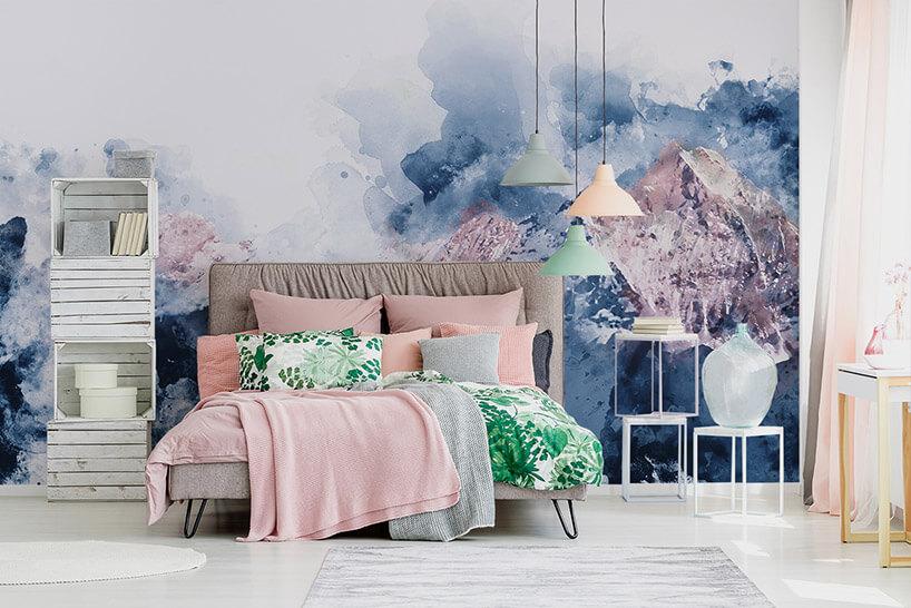 pastelowa tapeta wnieszablonowej sypialni