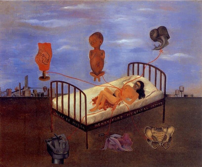 kobieta leżąca na łóżku ztłem chmur