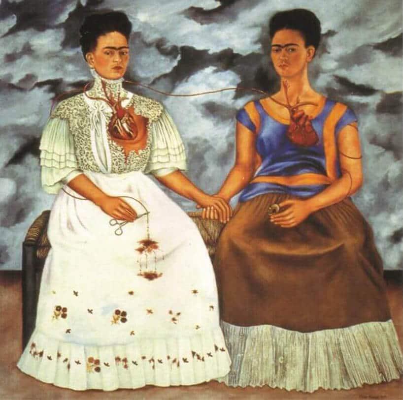 dwie kobiety wstarych strojach na obrazie