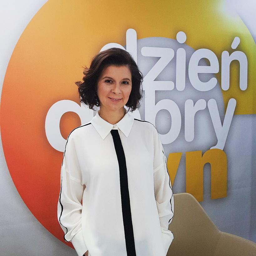 Ewa Mierzejewska - zdjęcie kobiet wbiałej bluzce