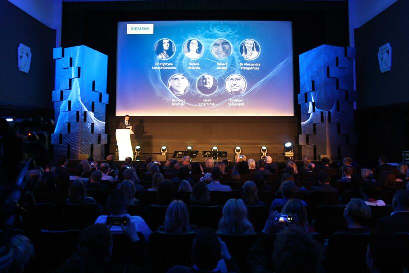 zdjęcie sceny ze składem jury konkursu Siemens Future Living Award 2018