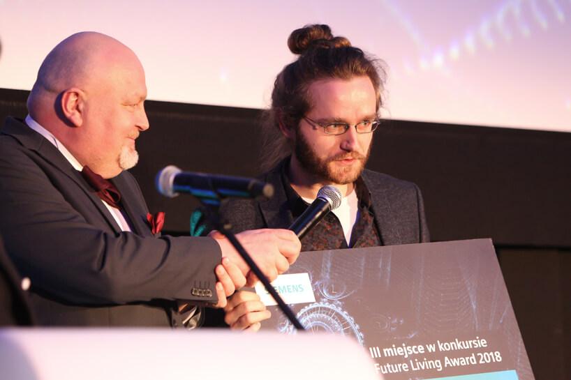 dwóch mężczyzn podczas wręczania nagrody Siemens Future Living Award 2018