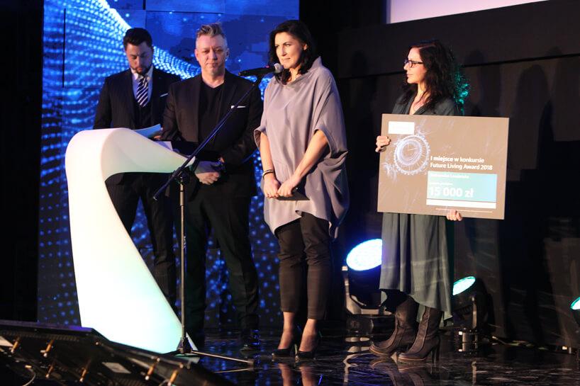 cztery osoby podczas wręczania nagrody na Siemens Future Living Award