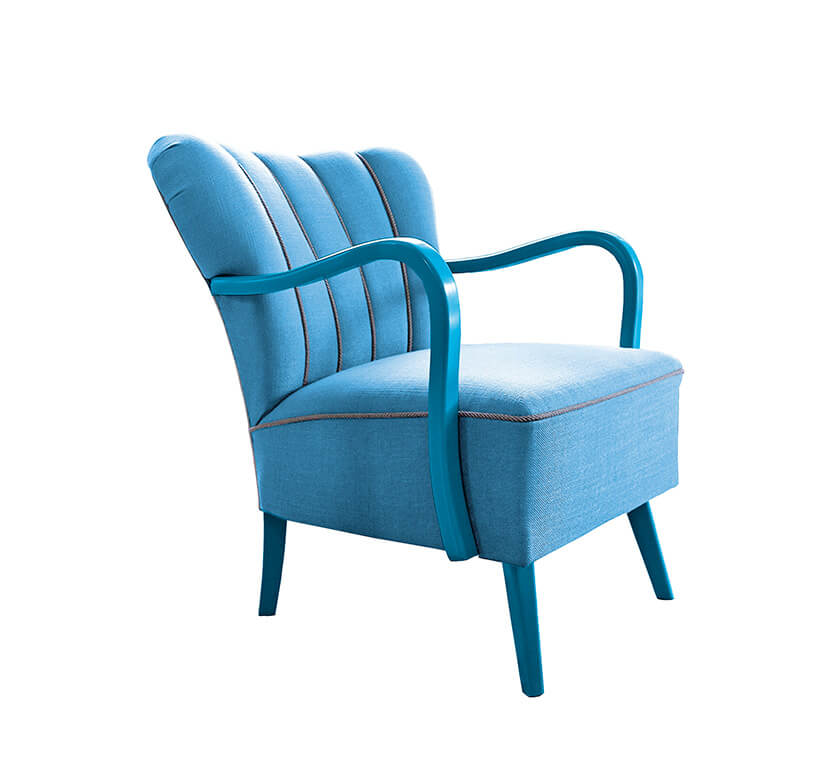 niebieski garbaty fotel PIU