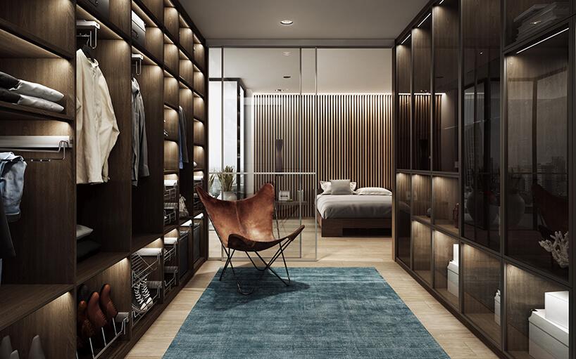 elegancka ciemna garderoba Komandor zbrązowym wyjątkowym siedziskiem na niebieskim dywanie na tle sypialni zdużym łóżkiem