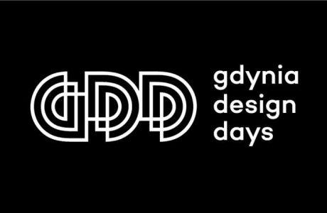 biały logotyp gdynia design days na czarnym tle