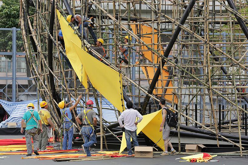 robotnicy przy pracy