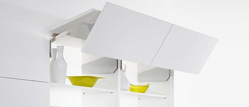 białe szafki kuchenne ze składanym unoszonym frontem