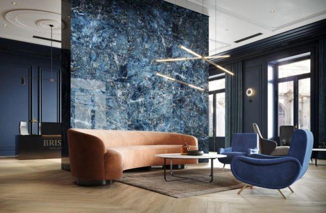 koniakowa sofa na tle płytek w odcieniach granatu opoczno kolekcja 2020