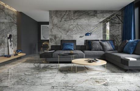 płytki na ścianie oraz podłodze z szarą imitacją marmuru