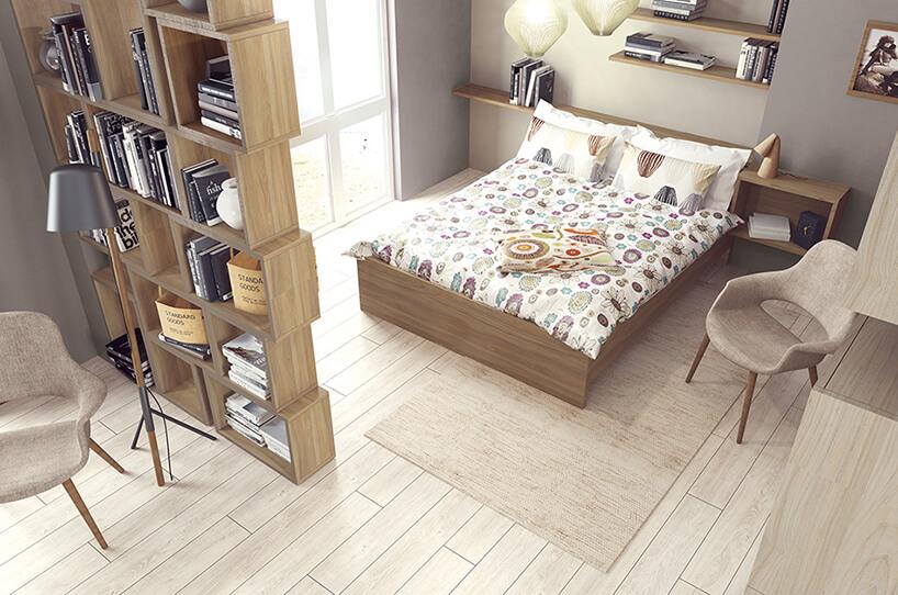 szara sypialnia zbiałą podłogą półkami za dużym łóżkiem iwysoką modułową szafką