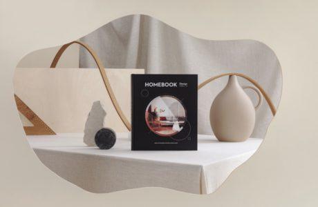 album homebook 2020 vol.7 sesja zdjęciowa na tle beżowego stołu i materiału