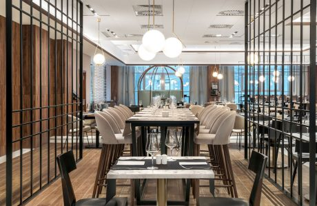 wnętrze restauracji w hotelu w stylu azjatyckim