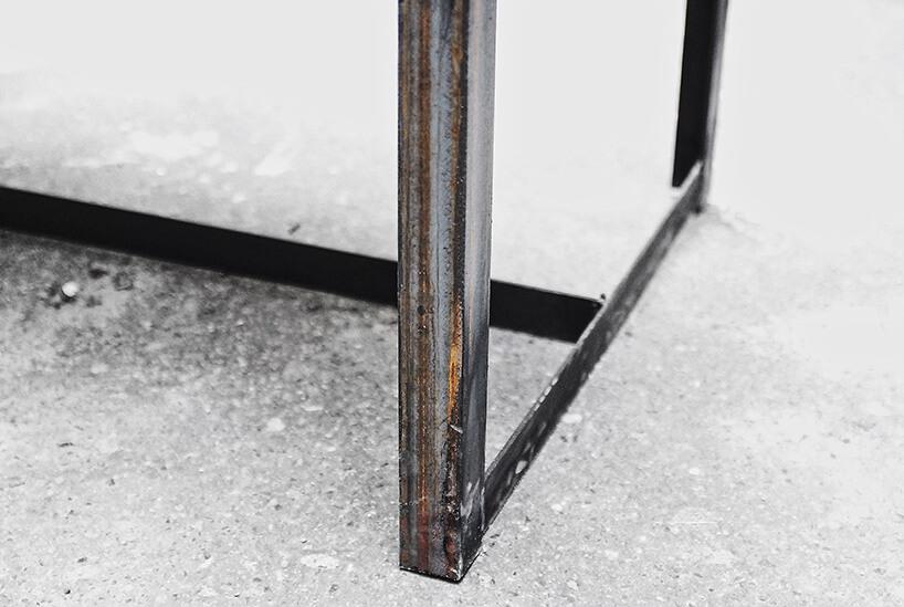 metalowa noga lekko zardzewiała
