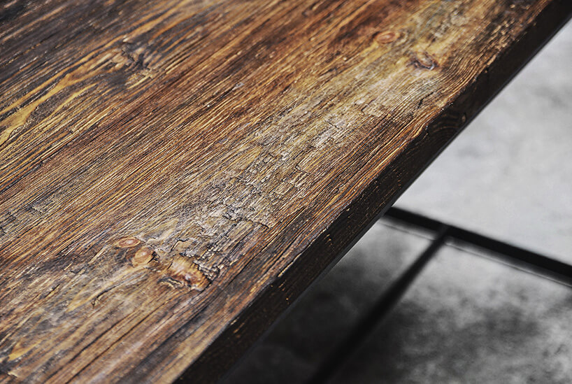 stara deska na siedzisku ławki