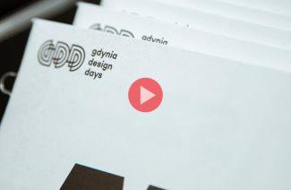 biała ulotka na Gdynia Design Days 2019